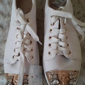 Bona Dea Women Sneakers